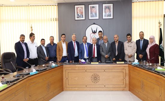 """حملة الدكتوراه المتعطلين عن العمل يؤازرون موقف رئيس """" اليرموك"""" من قضيتهم"""