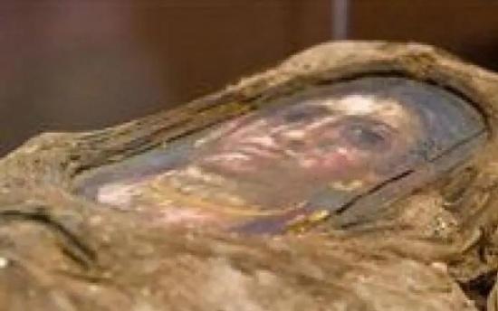 ماذا اكتشف العلماء داخل مومياء مصرية قديمة؟