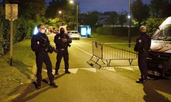 توقيف خمسة أشخاص آخرين بعد مقتل مدرّس بقطع الرأس في فرنسا وتحديد هوية المنفذ