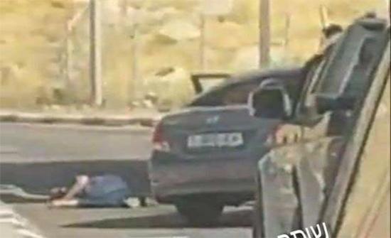 بالفيديو : الاحتلال يطلق النار على فلسطيني بزعم تنفيذه عملية دهس بالقدس