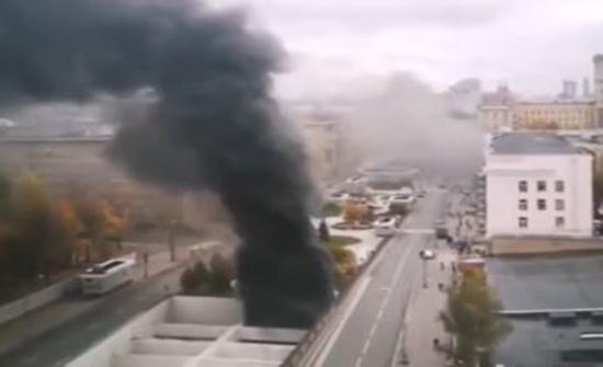 شاهد : حريق في حافلة ركاب داخل نفق في موسكو