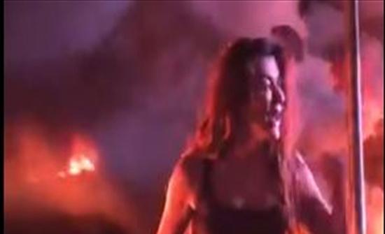 فيديو : نادين الراسي تصرخ بحرقة وسط المحتجين