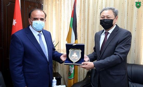 """""""الأردنية"""" والسفارة الكازاخية تبحثان تطوير سبل التعاون مع جامعة الفارابي الوطنية"""