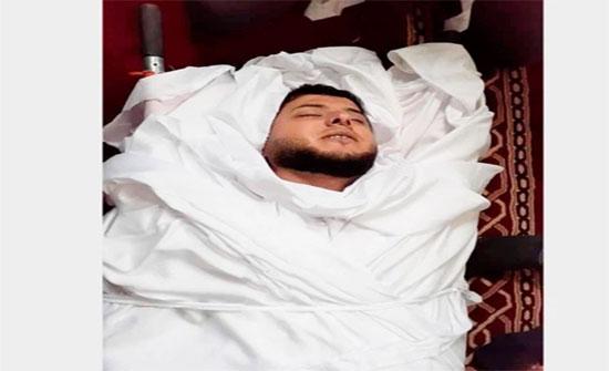 تفاعل واسع مع وفاة طبيب شاب ساجدا في غزة