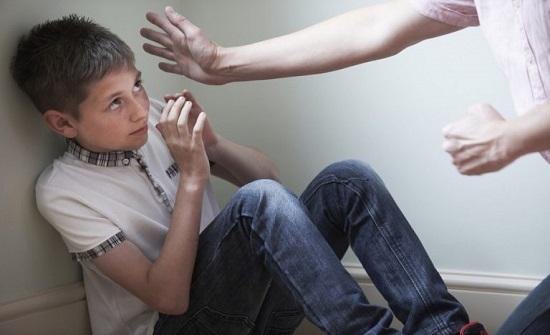 الأمن يحقق حول ادعاء فتى سوء معاملة والده له
