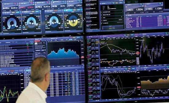 الأسواق العالمية تتنفس الصعداء بنهاية أسبوع عصيب