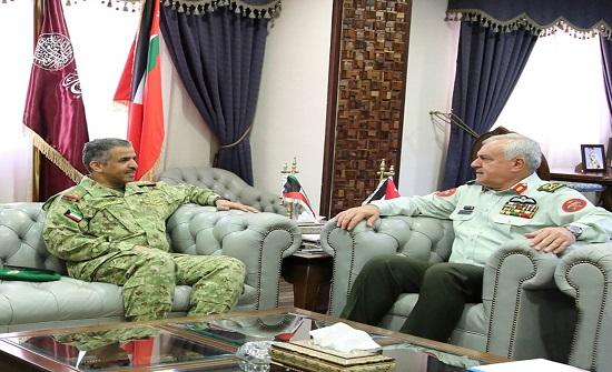 الحيطي يبحث العلاقات الثنائية مع وفد عسكري كويتي