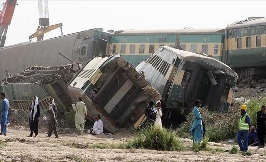 باكستان.. 33 قتيلا و57 جريحا في اصطدام حافلة بمقطورة
