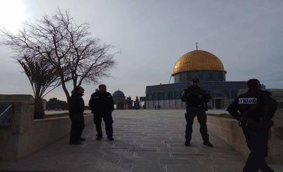 بالفيديو: مستوطنون يقتحمون المسجد الأقصى