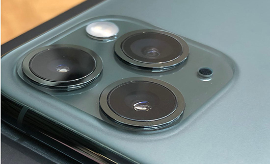 بالفيديو : يستخدم حيلة ذكية لتحويل هاتفه القديم إلى آيفون 11