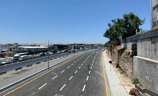 الأشغال تعيد حركة السير على أوتستراد عمان الزرقاء