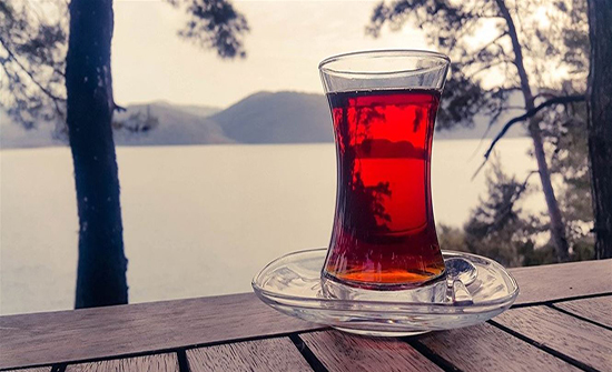 منتجات لا يجب خلطها مع الشاي.. احذروها منها العسل
