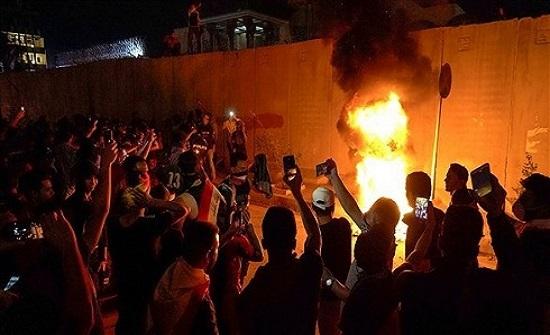 مقتل 3 متظاهرين أمام القنصلة الإيرانية في كربلاء