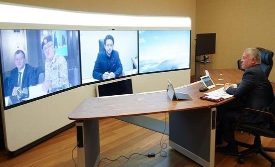 بالصور : الملك يترأس اجتماعا عبر تقنية الاتصال المرئي