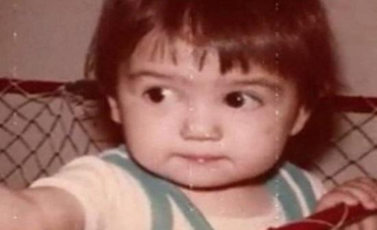 هذه الطفلة أصبحت من أجمل الفنانات..خمنوا من هي؟