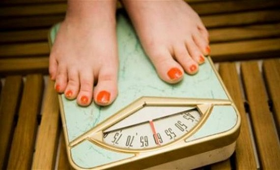 هذه العوامل الخمسة وراء زيادة وزنك في الشتاء