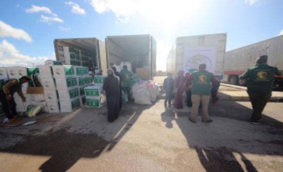 مركز الملك سلمان للإغاثة يواصل توزيع كسوة الشتاء على اللاجئين في الرمثا