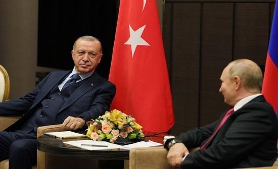 إندبندنت: تركيا وروسيا تستفيدان من عالم خطير ومتغير