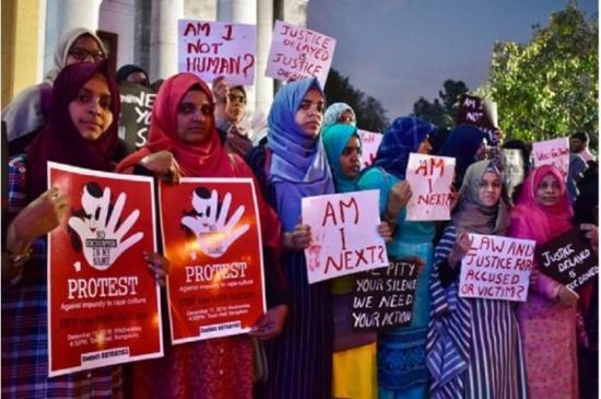 الهند :جريمة بشعة.. 7 ذئاب بشرية يعتدون على الأم ويقتلون ابنها أمام عينيها