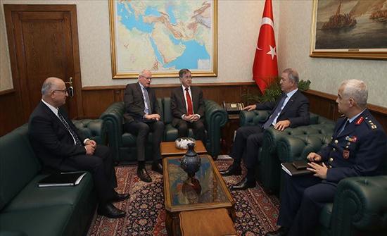 وزير الدفاع التركي يستقبل المبعوث الأمريكي إلى سوريا