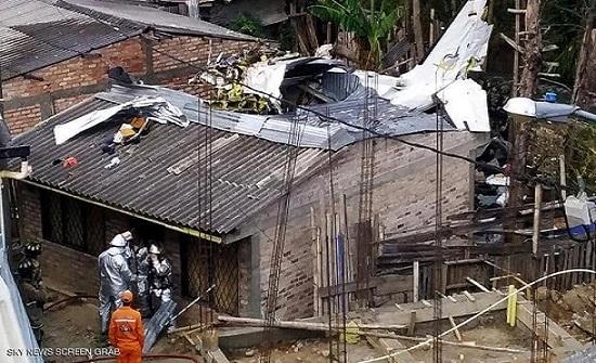 سقوط طائرة في كولومبيا.. ومقتل 7 من ركابها