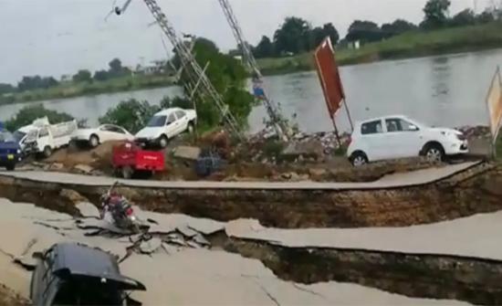 فيديو : الآثار التي خلفها الزلزال الذي ضرب باكستان