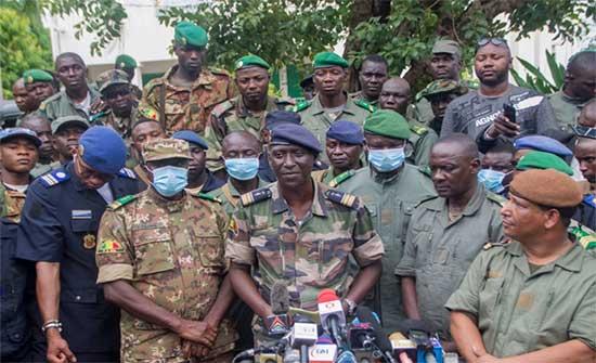 مصادر محلية في باماكو: جنود يعتقلون رئيس السلطة الانتقالية ورئيس الوزراء في مالي