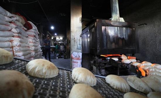 """خبز السوريين في السوق السوداء.. """"بكيس أو بدونه""""؟!"""