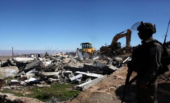 الاحتلال يهدم منزلا قيد الانشاء في بلدة بيت امر شمال الخليل
