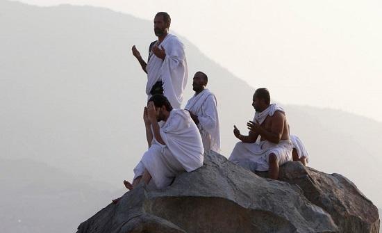 فيديو  : الحجاج على صعيد عرفات لتأدية الركن الأعظم