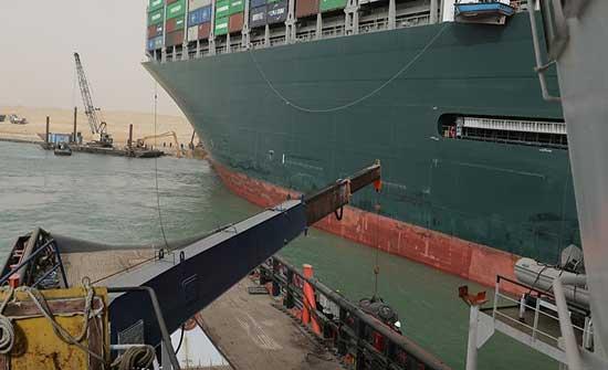 السعودية: واثقون في قدرة مصر على إنهاء أزمة السفينة الجانحة
