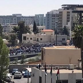 بالصور  والفيديو  :ازمة خانقة في عمان ونواب لم يصلوا البرلمان وخراطيم مياه في الرابع