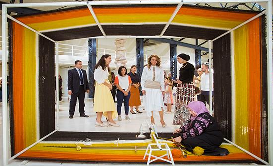 الملكة رانيا العبدالله تحضر جانبا من فعاليات أسبوع عمان للتصميم