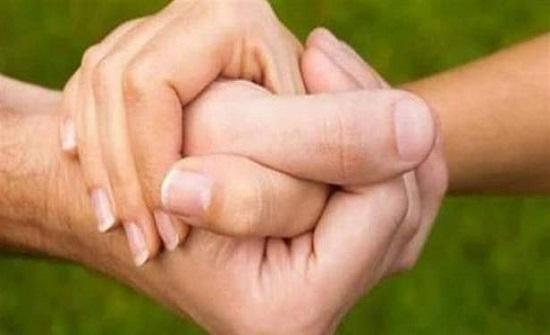 ضعف قبضة يد المرأة يرتبط بقلقها واكتئابها!