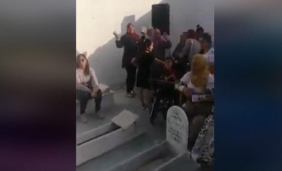 في تونس.. إقامة حفل زفاف بمقبرة و النيابة تحقق (فيديو)