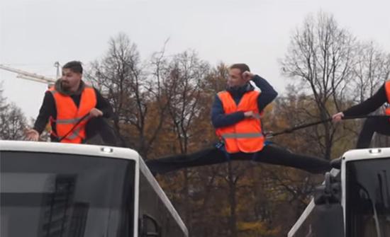 بالفيديو : مسابقة مهارات سائقي الشاحنات المحترفين في مدينة بيرم الروسية