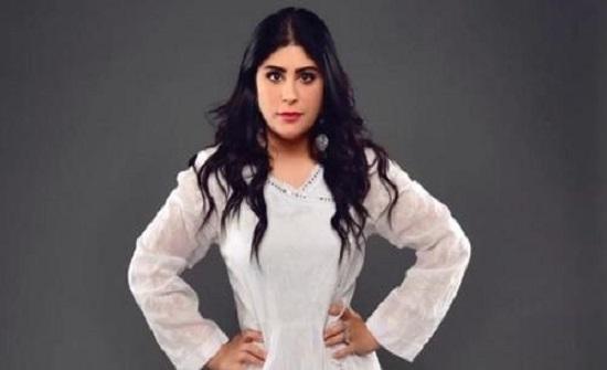 زارا البلوشي تحسم أنباء عودتها لطليقها الأول