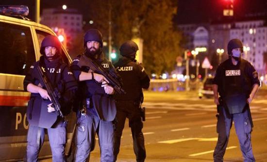 """تنظيم الدولة يتبنى هجوم فيينا وينشر صورة """"المنفذ"""" (شاهد)"""