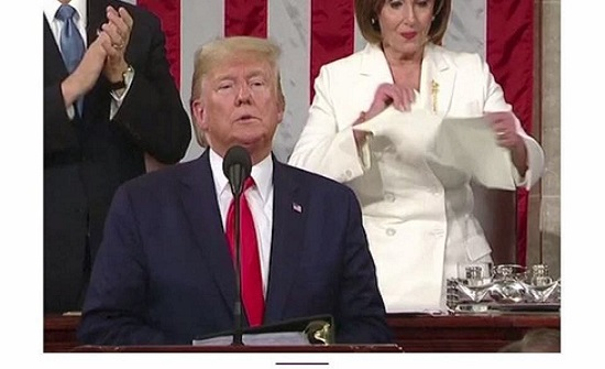 بيلوسي: مزقت خطاب ترمب لاحتوائه أجزاء مرفوضة