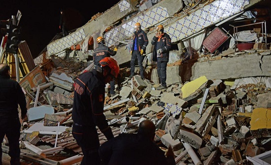 مصرع 20 شخصا واصابة 772 بزلزال تركيا