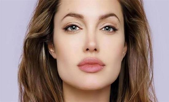 أنجلينا جولي تكشف سبب طلاقها من براد بيت