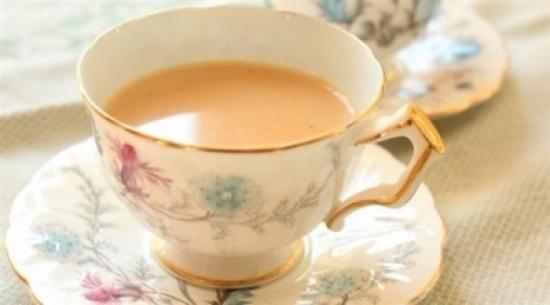 يثر القلق .. اضرار الأفراط فى تناول الشاى بالحليب