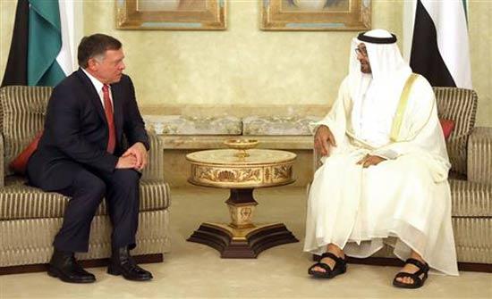 الملك يعقد مباحثات مع ولي عهد أبو ظبي