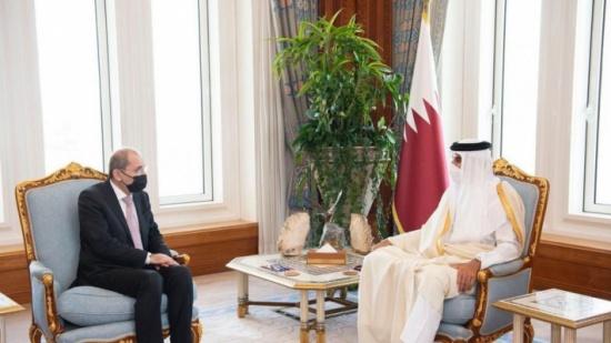 وزير الخارجية ينقل تحيات الملك لأمير قطر