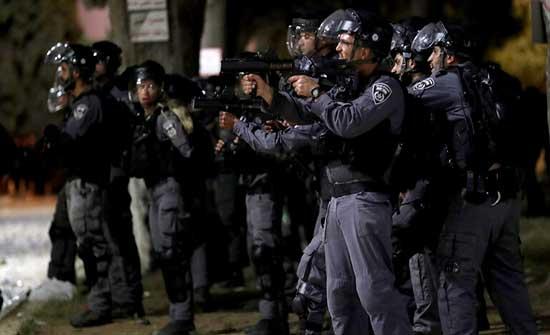 قوات الاحتلال تغلق جميع بوابات الأقصى
