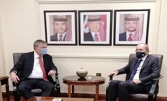 وزير الخارجية ولازاريني يؤكدان ضرورة استمرار حشد الدعم للاونروا