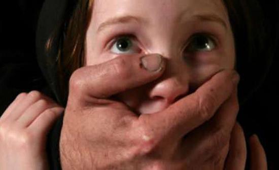 حبس شاب 15 يوما بتهمة هتك عرض طفلة بالجيزة