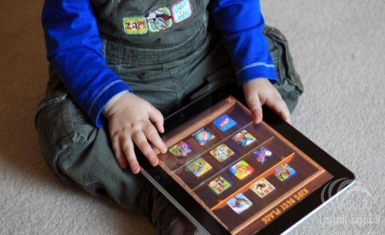 واحد من كل أربعة أطفال مدمن على الهواتف الذكية