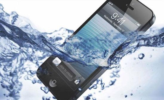 ماذا تفعل إذا وقع هاتفك في المياه؟