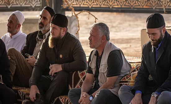 الرئيس الشيشاني يزور متحف الرسول في مسجد الملك الحسين بن طلال